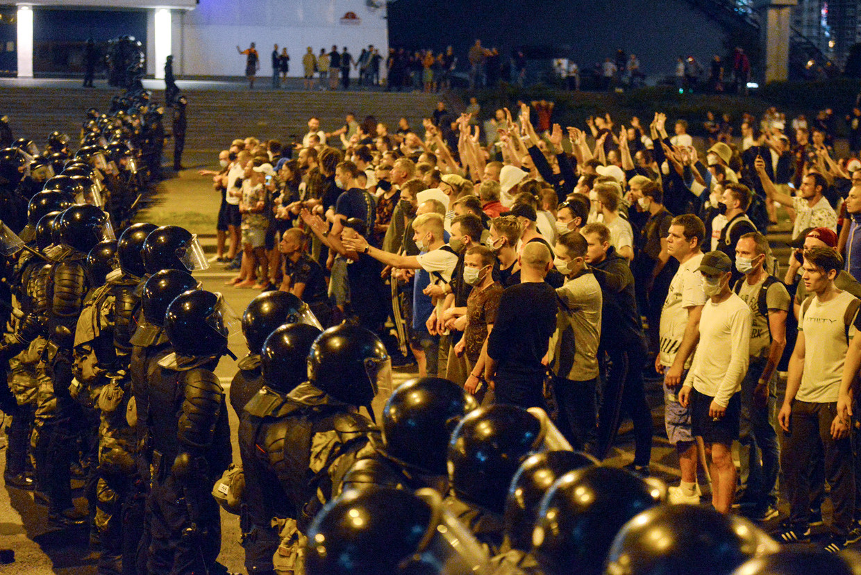 In Wit-Rusland was de pandemie een excuus om waarnemers bij de verkiezingen te weren. De verkiezingsuitslag leidde tot hevige en langdurige protesten in het Oost-Europese land. Beeld AP