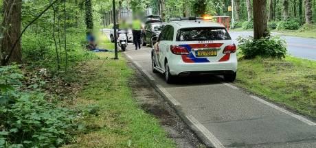 Scooterrijder botst met auto in Rhenen en belandt in het ziekenhuis
