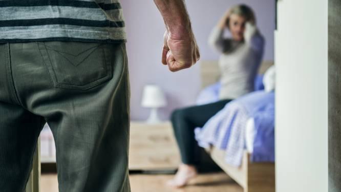 Man uit Zwolle mishandelde vriendin voor de ogen van hun kinderen en moet de cel in