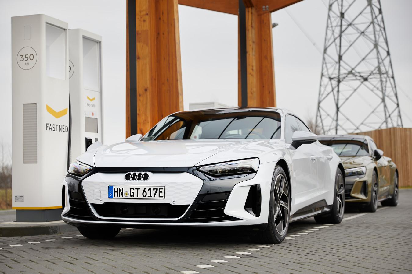 Dankzij slimme techniek kan de e-Tron GT super snel laden, met maximaal 270 kW