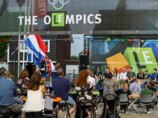 Over oranje loper naar diplomauitreiking; leerlingen Lyceum Elst voelen zich even olympiërs