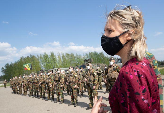 Minister van Defensie Ludivine Dedonder ontmoette een regiment van 200 soldaten.