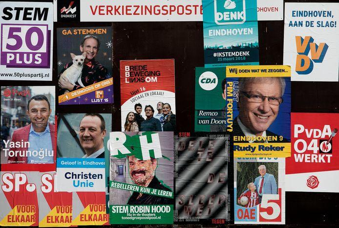 Affiches voor de politieke partijen in Eindhoven.