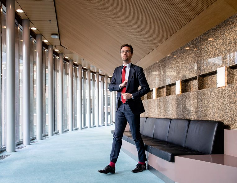 Sjoerd Sjoerdsma (D66) in de plenaire zaal van de Tweede Kamer. De parlementariër mag vanwege de opgelegde sancties China niet meer in.  Beeld ANP BART MAAT
