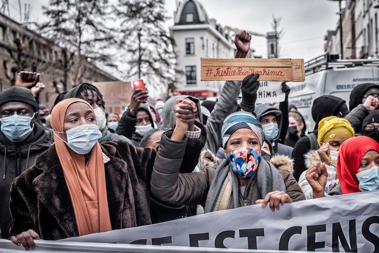 Het begon vreedzaam, de betoging voor de in een politiekantoor overleden Ibrahima Barrie.  Beeld Tim Dirven