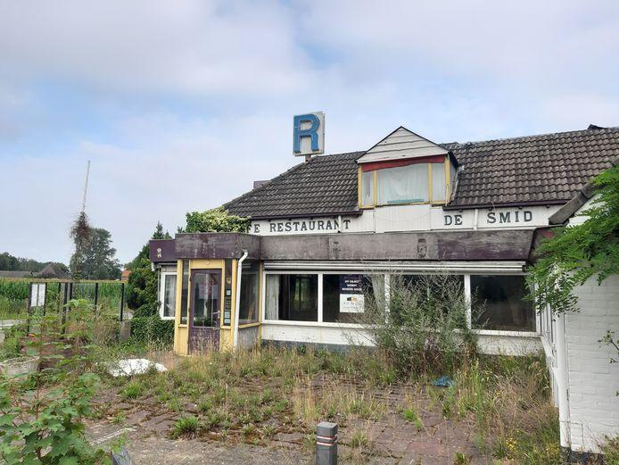 Het voormalige restaurant De Smid is inmiddels aardig verpauperd.