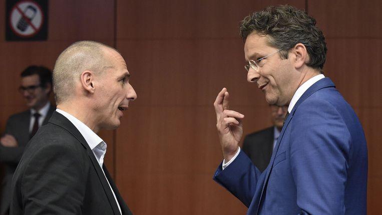 De Griekse minister van Financiën Yanis Varoufakis (links) en zijn Nederlandse collega Jeroen Dijsselbloem gisteren in Brussel Beeld AFP