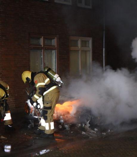 Auto brandt af in Boxtel, vrouw raakt lichtgewond door inademen rook