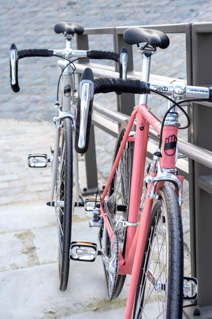 Het logo van Erts Cycles staat op elke fiets.