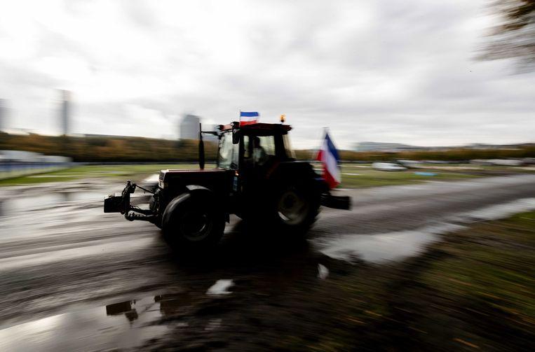 Protesterende boeren vertrekken naar huis vanaf het Malieveld na de tweede landelijke protestdag tegen de stikstofaanpak van de overheid. Beeld null