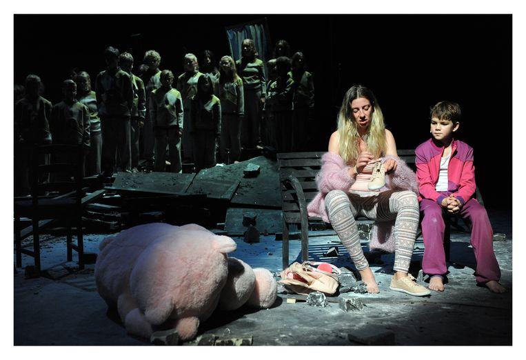 Laurence Roothooft en Victor Saveniers in 'Boy' (Kyoko Scholiers/Opera Ballet Vlaanderen) Beeld Raymond Mallentjer