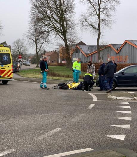 Fietser raakt gewond bij ongeluk op rotonde in 's-Heerenberg