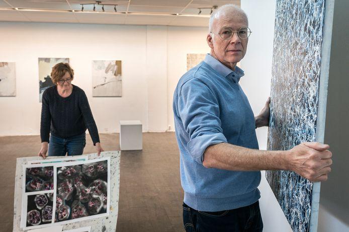 Yvonne Tolman en  Oscar Schrover in de kunstruimte aan de Pastoor de Kroonstraat.
