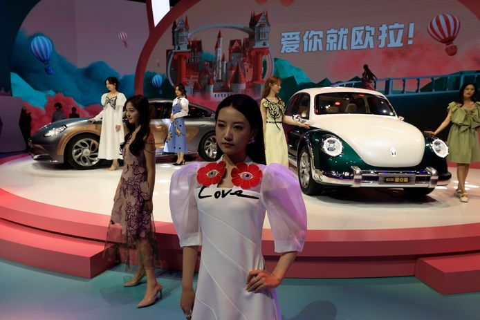 In de Chinese auto-industrie zijn ze meesters in het kopiëren. Zo is bij deze nieuwe auto van het merk Ora wel heel nadrukkelijk gekeken naar de klassieke VW Kever.
