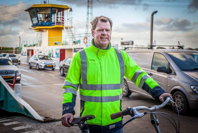 Bert den Tuinder bij het pontje over het Spui, de plek waar hij van de auto overstapt op de fiets.