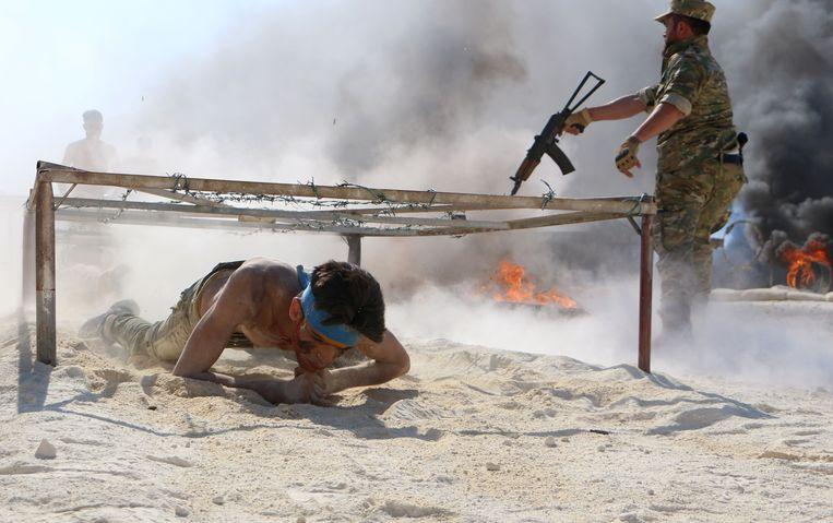 Ook de Syrische rebellen van het 'National Liberation Front' bereiden zich voor op de nakende aanval van regeringstroepen op Idlib. Beeld AFP