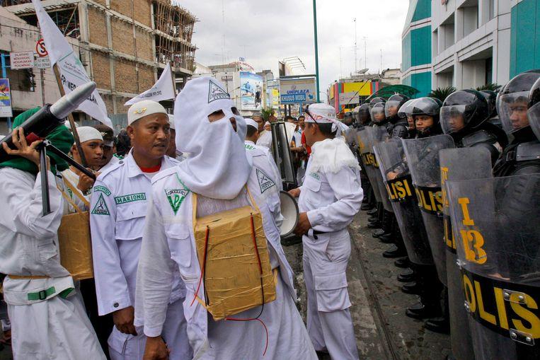 Leden van het FPI tijdens een anti-Israel-demonstratie.  Beeld AP