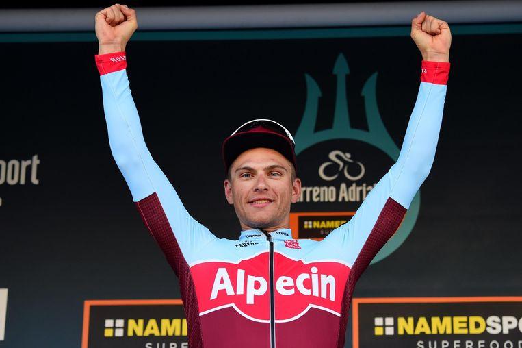 Ook bij zijn nieuwe ploeg Katusha-Alpecin mag Kittel de armen in de lucht steken, hier na het winnen van de zesde etappe in de Tirreno-Adriatico. Beeld EPA