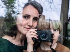 Fotograaf Chantal verruilt New York voor camping; boek met zoon Lou (7) is het resultaat
