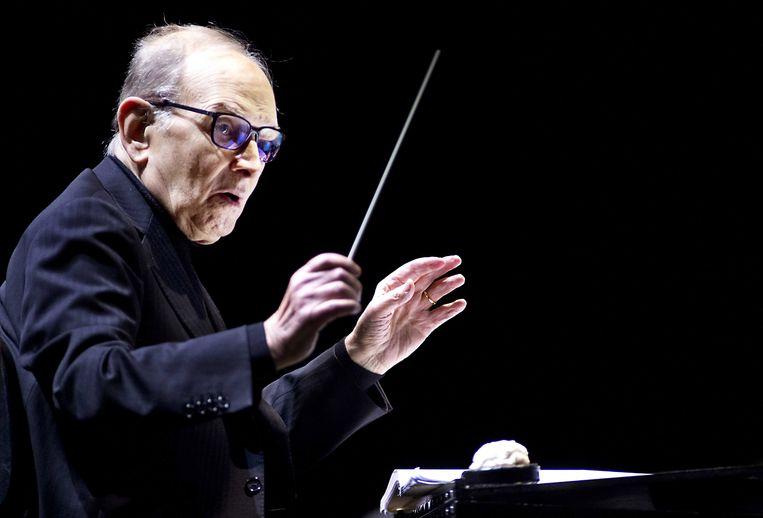 Ennio Morricone dirigeert naar eigen zeggen liever concerten dan nog filmmuziek te schrijven. Beeld EPA