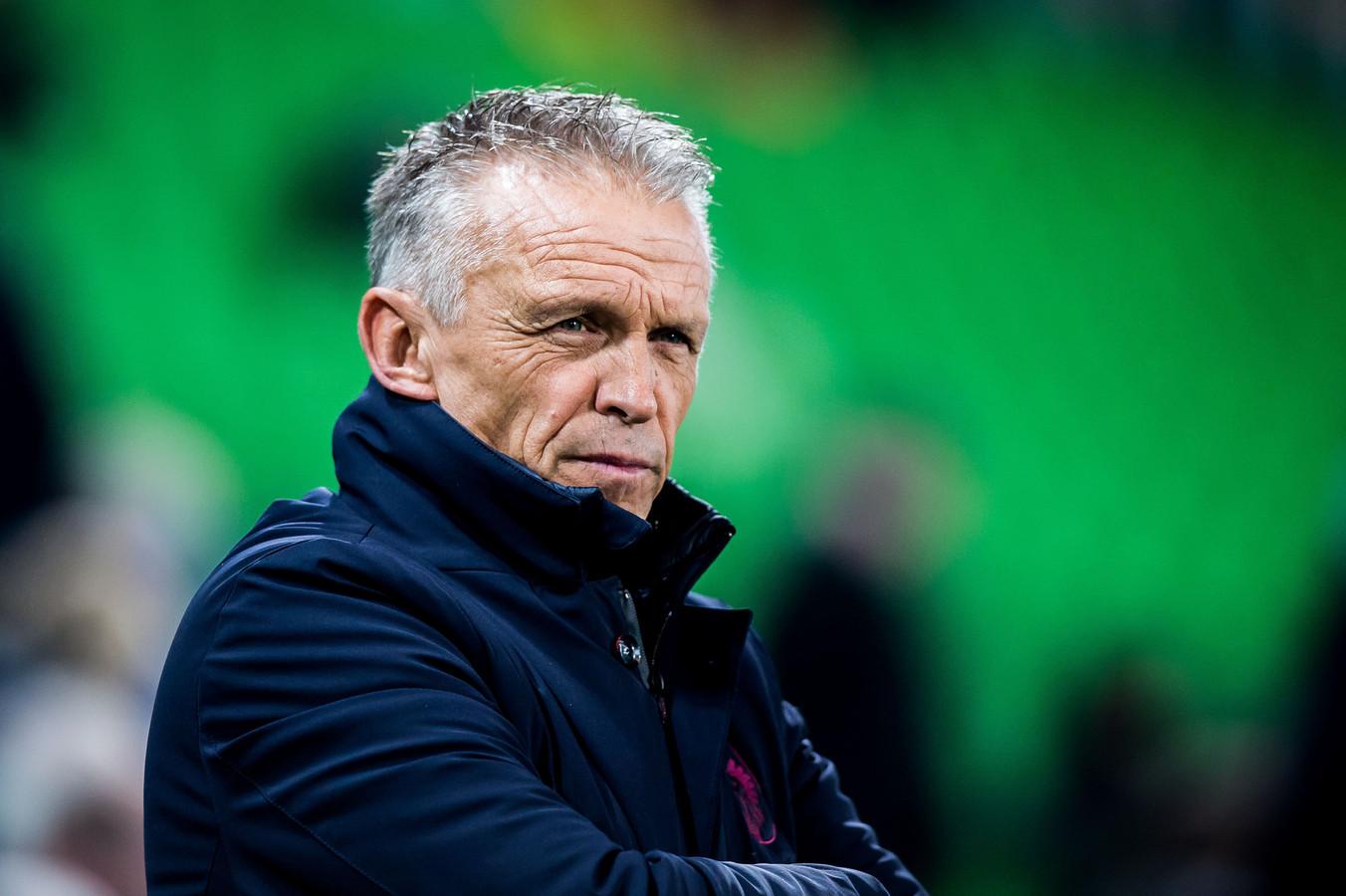 Edward Sturing zwaait af als interim bij Vitesse. De Arnhemse club zoekt een andere trainer.
