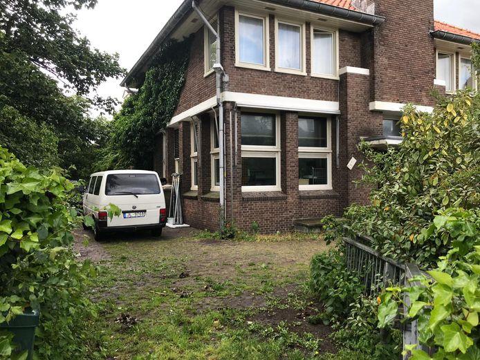 Het KPN-gebouw in Domburg waar ooit de telefoonkabel uit Engeland aan land kwam