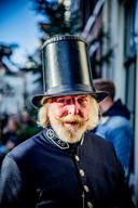 De veldwachter. Wie laat zijn baard al maanden staan? Mannen die figureren bij Dickens.