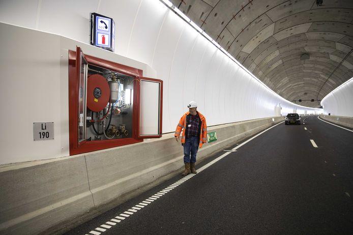 De Rotterdamsebaan is officieel geopend. De Victory Boogie Woogietunnel is een nieuwe verbinding van ongeveer vier kilometer lang tussen de rijkswegen A4 en A13 en de centrumring van Den Haag.