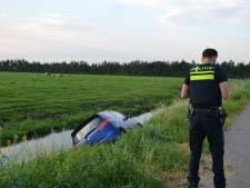 Politie vindt auto in de sloot in Oud Ade: bestuurder onvindbaar