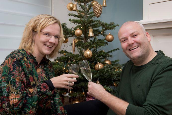 De kerst kan niet meer stuk voor Arno Hofstra en zijn vriendin Lilian ter Burg nadat zij via een loterij een appartement hebben gewonnen in Zuid-Frankrijk.