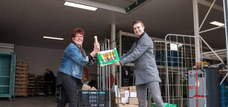 Dozen vol paashazen en shampoo naar Bergse voedselbank: 'Superlief'