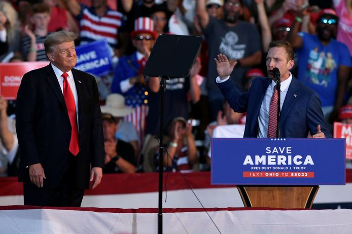 Trump met 'zijn' kandidaat Max Miller, die zich keert tegen Republikeins congreslid Anthony Gonzalez uit Ohio. Die stemde in januari voor het impeachment van Trump.