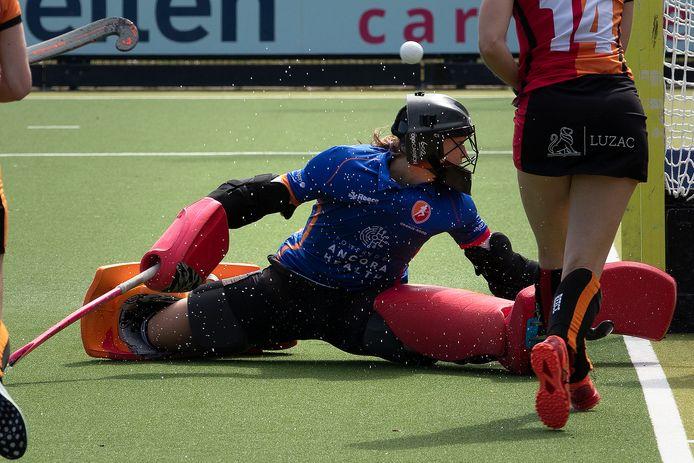 Keepster Sarah Sinck van Oranje-Rood hield er heel wat ballen uit tegen Amsterdam maar moest toch vier keer capituleren. In Eindhoven werd het 1-4.
