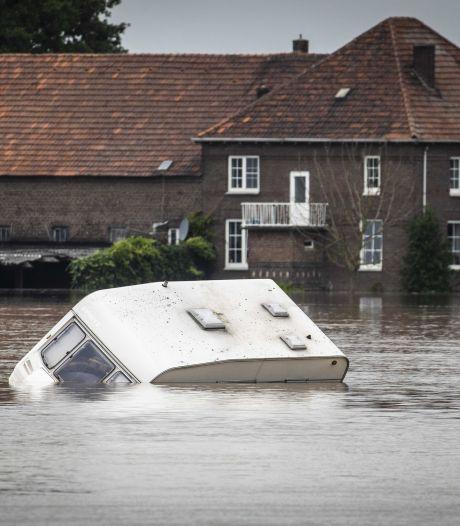 Nieuwsoverzicht | Hoogste punt in Brabantse Maas ooit onderweg - Faunabrug stort plotseling in
