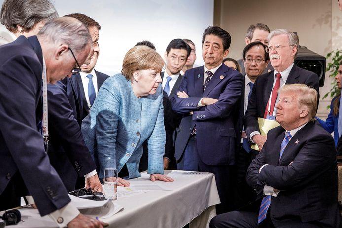 Bondskanselier Angela Merkel spreekt tegen Trump op de G7-top in Canada, in 2018. Trump had weinig op met Europese leiders zoals zij.