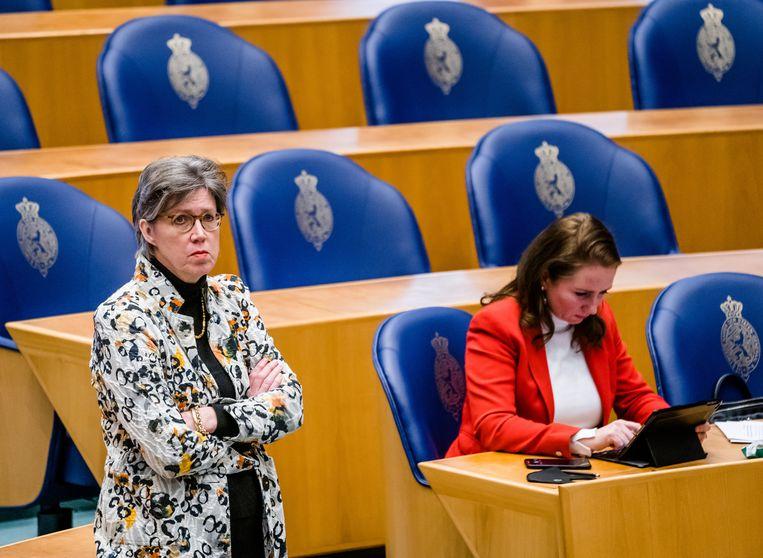 Joba van den Berg (CDA) en Fleur Agema (PVV) in de Tweede Kamer. Mede dankzij voorkeursstemmen is het aantal vrouwen in de Tweede Kamer ten opzichte van 2017 iets toegenomen.  Beeld Hollandse Hoogte /  ANP