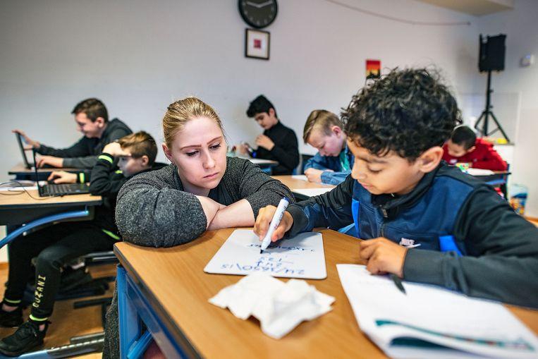 Groep-8-leerlingen in kwetsbare wijken in Zaanstad mogen per week 13 uur naar school.  Beeld Guus Dubbelman / de Volkskrant