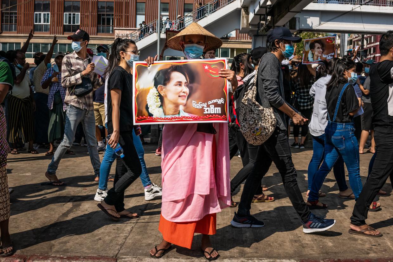 Bij de protesten in Yangon waren volgens de BBC vandaag zeker duizend mensen op de been. Beeld Getty Images