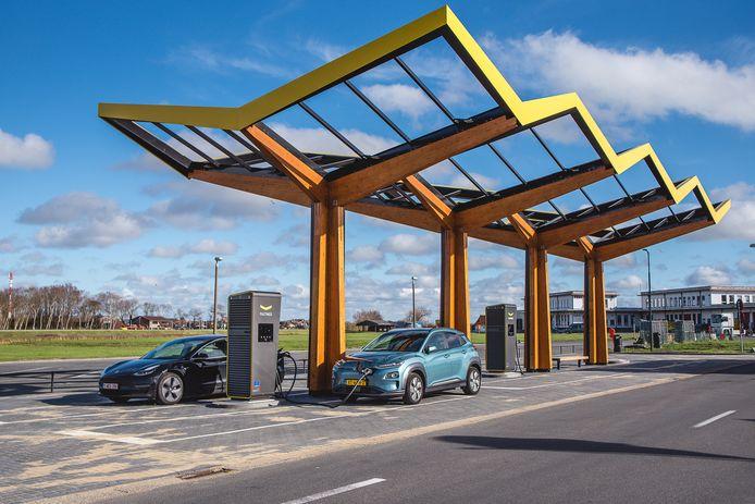 Een snellaadstation voor elektrische wagens in Oostende, bij de Internationale Luchthaven Oostende-Brugge.