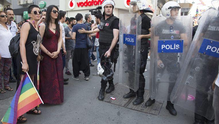 De gay pride in Istanbul werd afgelopen weekend hard neergeslagen door de politie. Beeld anp