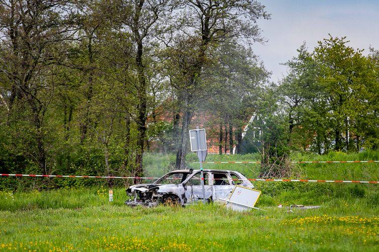 Broek in Waterland. Uitgebrande vluchtauto na een politieachtervolging. Beeld ANP