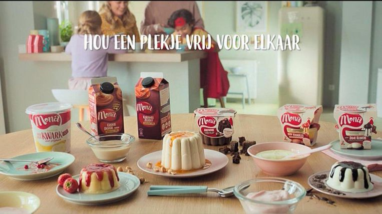 Een reclame voor Mona-toetjes van de Ster.  Beeld Ster