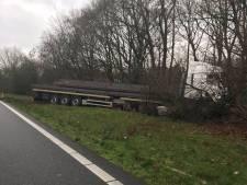 Rijstrook op A50 bij knooppunt Grijsoord weer vrij na ongeluk met vrachtwagen