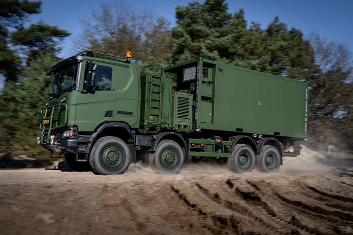 De Scania Gryphus is in combinatie met de container nét te hoog om de openbare weg op te mogen