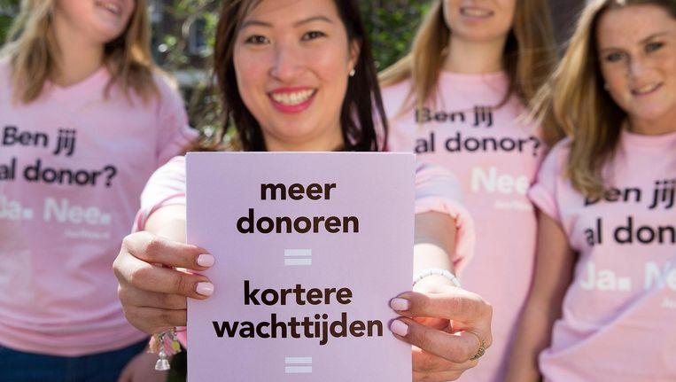 Een promotieteam van de Ja of Nee-campagne in 2015. Beeld anp