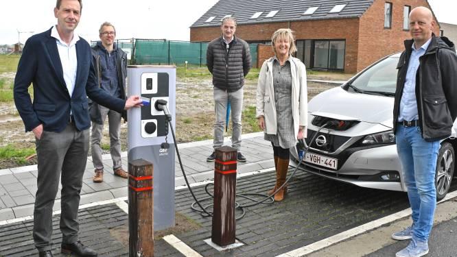 """Roeselare stimuleert elektrisch rijden: """"Laadpaal al actief nog voor nieuwe verkaveling af is"""""""