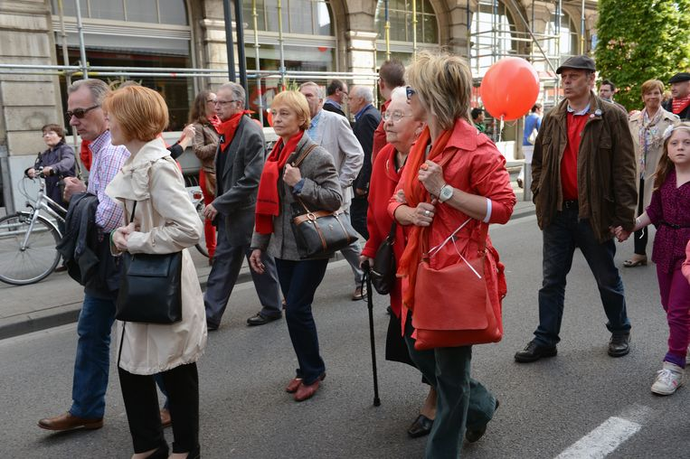 De 1 mei-stoet in Leuven is een socialistische traditie maar er wordt ook gefeest op de dag van de arbeid. Op de Vismarkt staat onder meer Sam Gooris op het podium.