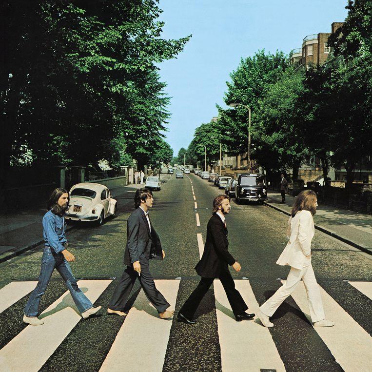 George Harrison, Paul McCartney, Ringo Starr en John Lennon op de hoes van het album 'Abbey Road' uit 1969. Beeld Ian McMillan, C/O Apple Corps