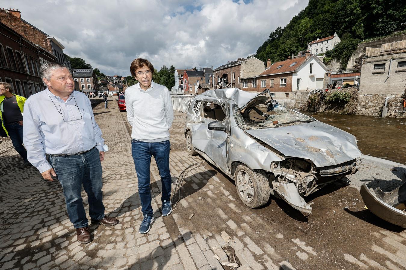 Di Rupo met burgemeester Philippe Godin van Pepinster (links)