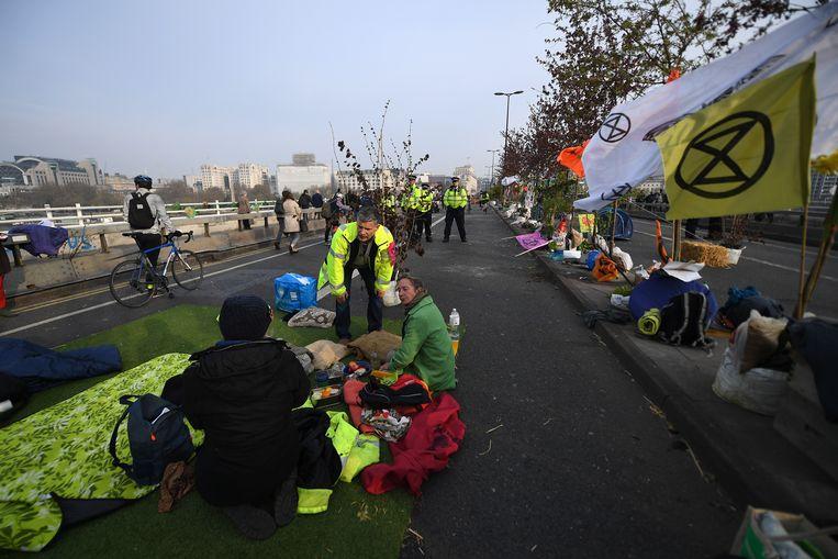 Activisten op de Waterloo Bridge.